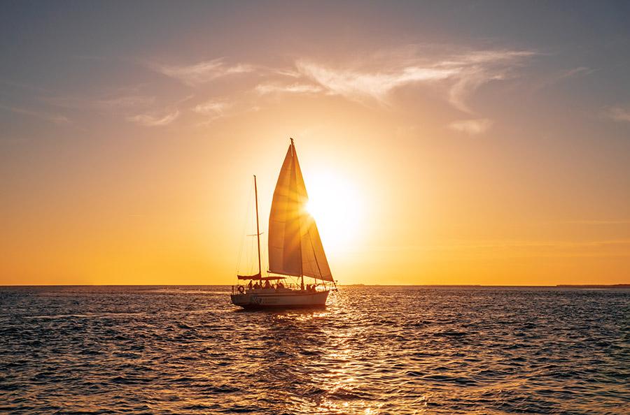 tramonto-in-barca-a-vela